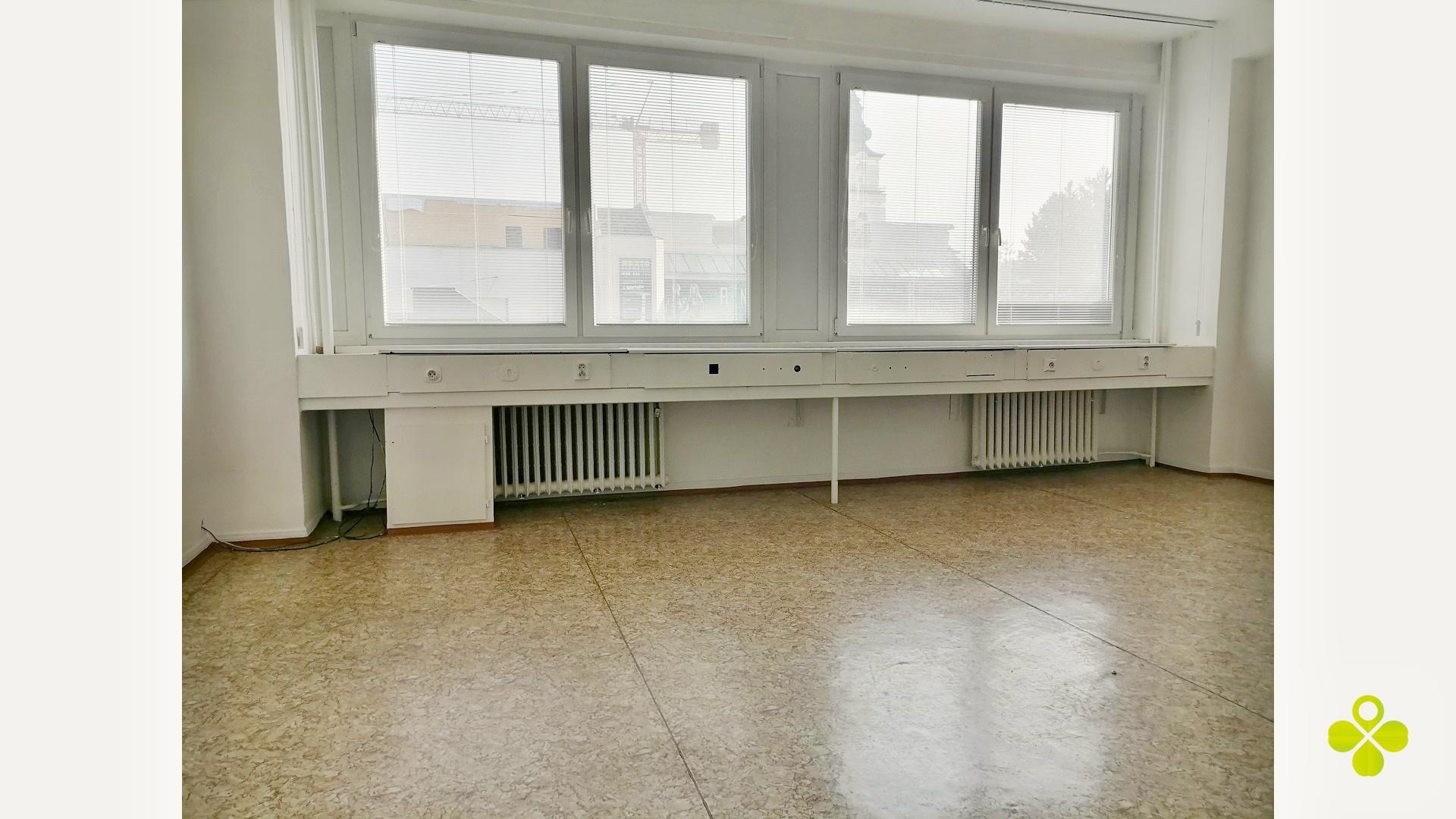 Kancelárie na prenájom o rozlohe 16 m2 a 30 m2 v centre mesta Prievidza