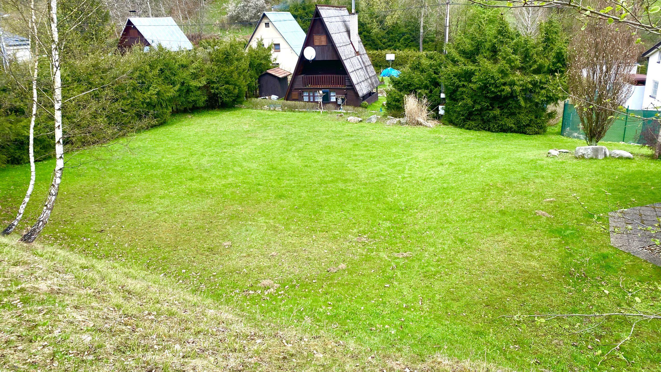 Slnečný pozemok na výstavbu chaty Chvojnica okres Prievidza 650 m2