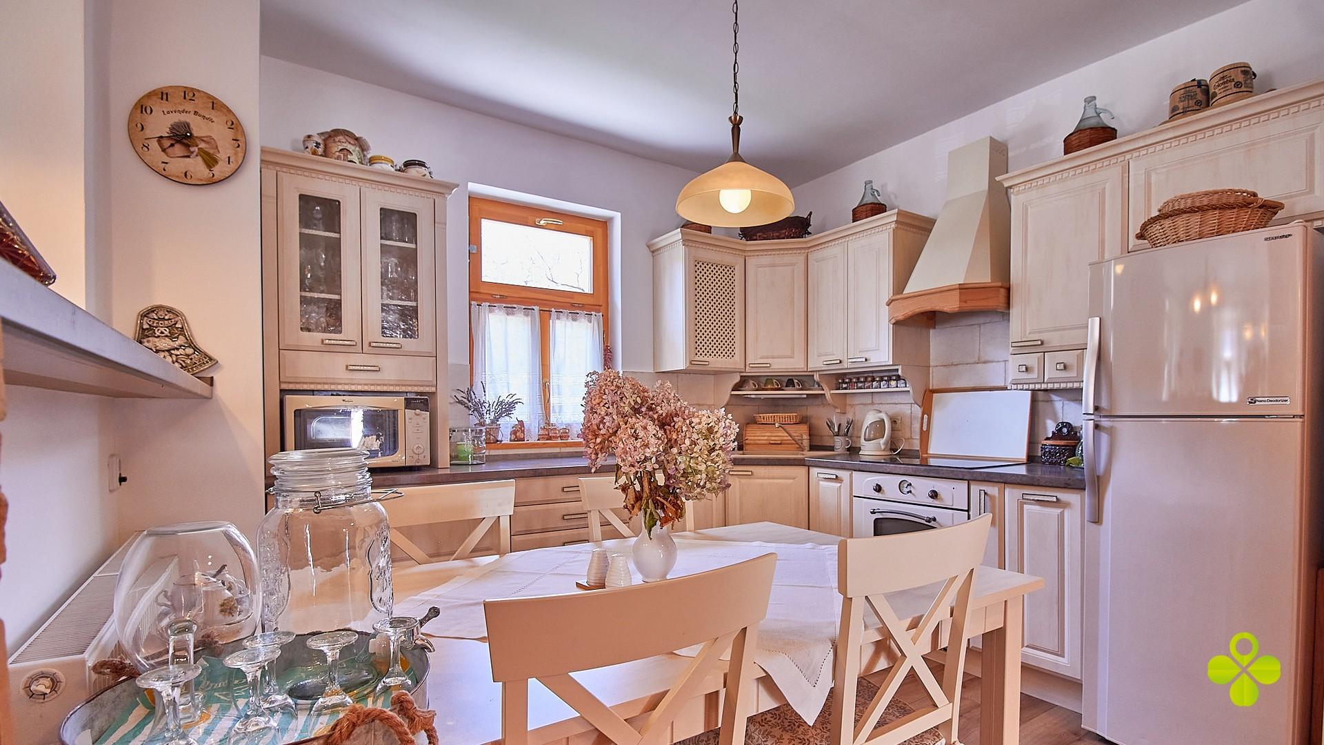Rezervované – Exkluzívna chata rodinný dom Chvojnica okres Prievidza pozemok 920 m2